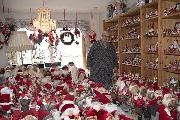Một phụ nữ 30 năm đón Giáng sinh với hơn 2.000 ông già Noel