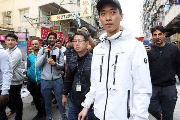 Hồng Kông: Người rải mưa tiền trở lại, 'lợi hại' hơn xưa