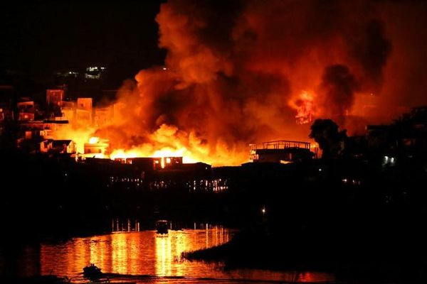 Hãi hùng cảnh hỏa hoạn xóa sổ 'khu ổ chuột' ở Brazil