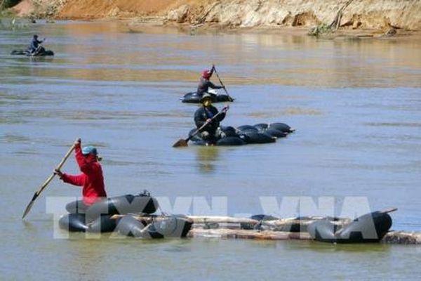 Tái diễn tình trạng vận chuyển gỗ lậu trên sông Đăk Bla