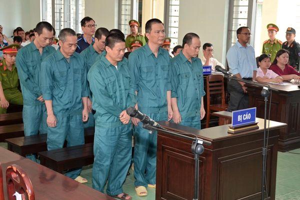 Tuyên phạt 12 bị cáo trong vụ án buôn lậu xăng dầu hơn 2.000 tỷ đồng