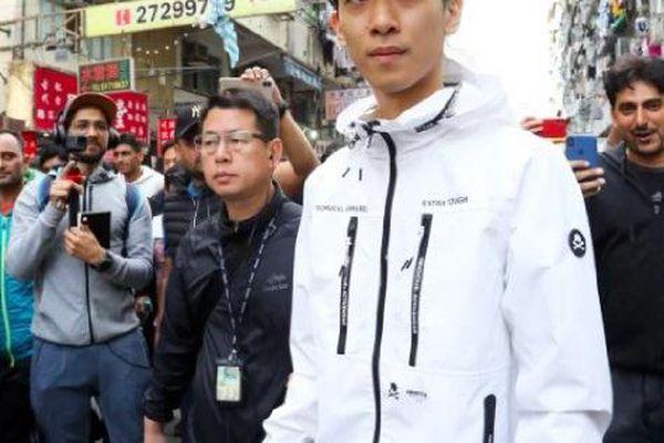 Đi tìm chân tướng kẻ rải tiền ở Hồng Kông
