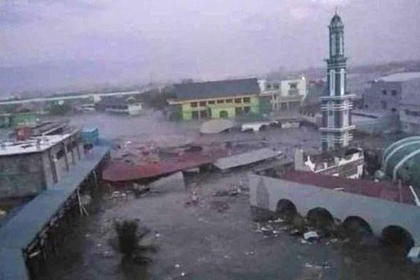 Indonesia: Sóng thần cao 15m ập vào bất ngờ, 20 người thiệt mạng