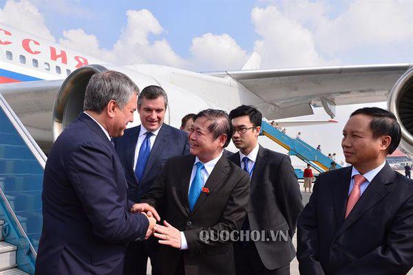 Chủ tịch Duma Quốc gia nga đến Hà Nội, bắt đầu thăm chính thức Việt Nam