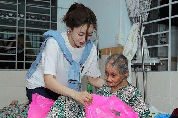 Eun Jung (T-ara) bất ngờ đến Việt Nam, cùng fan làm từ thiện dịp cuối năm