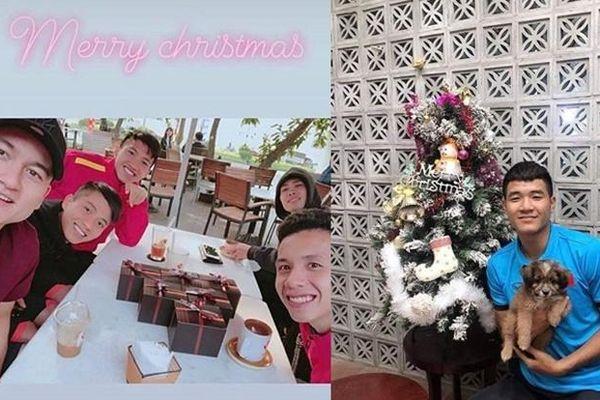 Giáng sinh muôn màu của các cầu thủ: Lâm Tây đẹp trai nhất hội, Đức Chinh lại vui vẻ cùng 'bạn mới'