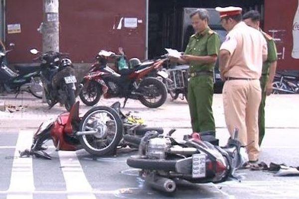 2 xe môtô đấu đầu, một người chết, một người bị thương
