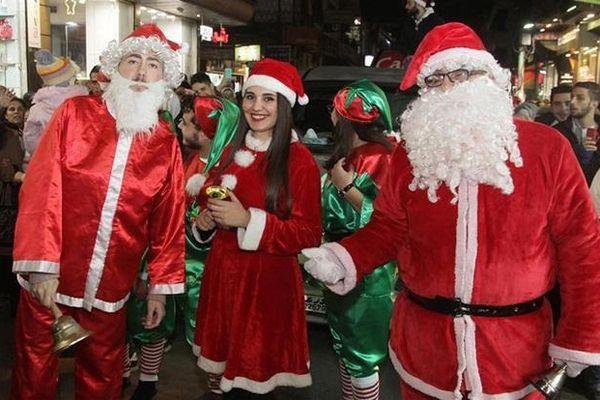 Giáng sinh yêu thương ngập tràn khắp thế giới