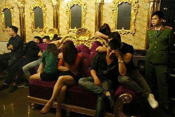 Vụ cô giáo tham gia 'tiệc ma túy' tập thể: Cô giáo đưa 10 viên ma túy tổng hợp vào phòng karaoke