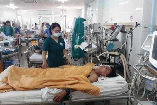 Ba người nguy kịch do ngộ độc rượu tại Quảng Trị