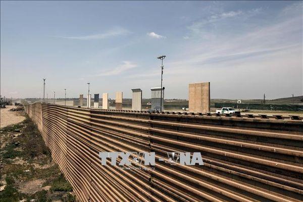 Tổng thống Donald Trump gia tăng sức ép xây tường biên giới Mỹ - Mexico
