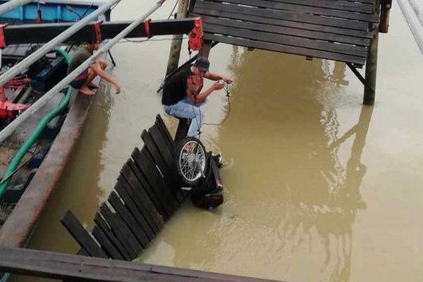 Sập cầu, 4 người rơi xuống sông ở Khánh Hòa