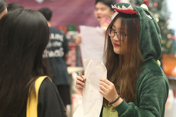 Học sinh Hà thành thi học kỳ bằng hội chợ và kiếm tiền triệu
