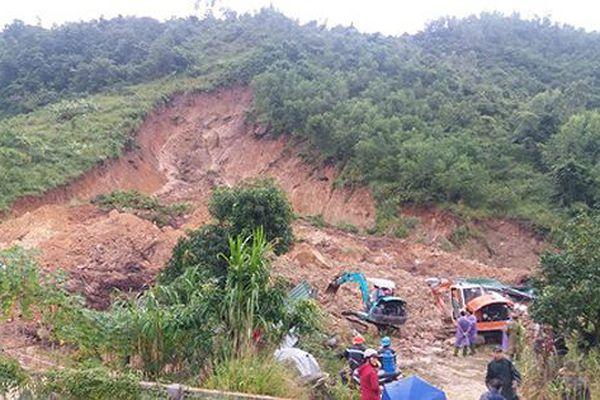 Lở núi vùi nhà dân ở Khánh Hòa, 3 phụ nữ thiệt mạng