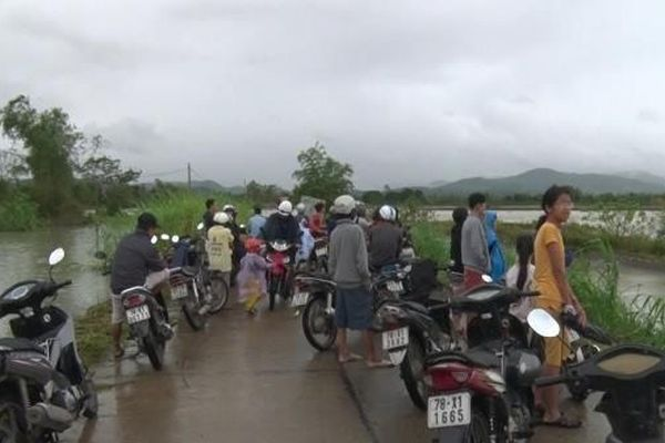 Phú Yên: Liều mình vượt lũ bị nước cuốn trôi tử vong