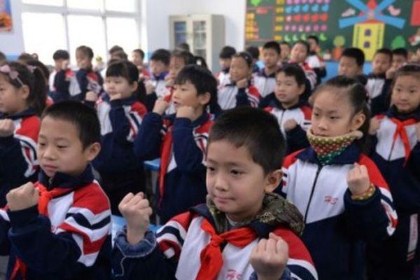 Áo đồng phục thông minh giúp giáo viên 'bắt thóp' học sinh hay trốn học