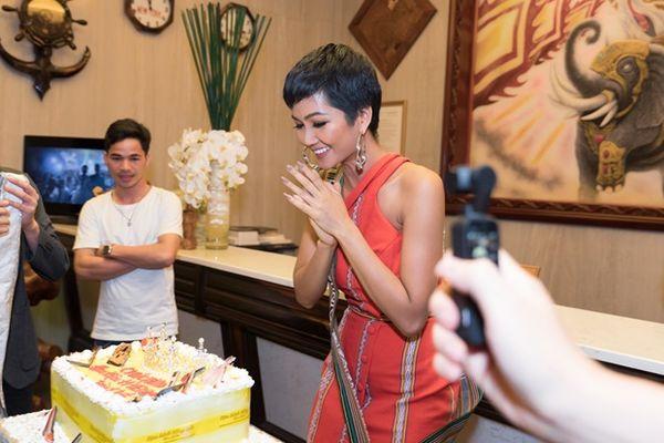 Đây là cách H'Hen Niê kỷ niệm 1 năm ngày đăng quang Miss Universe Vietnam