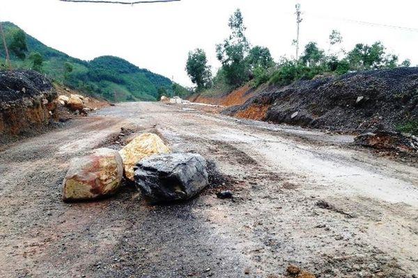 Đường Hồ Chí Minh đoạn cao tốc La Sơn- Túy Loan bị sạt lở kéo dài