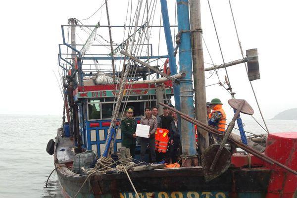 Cứu nạn kịp thời 7 ngư dân gặp nạn trên biển Nghệ An