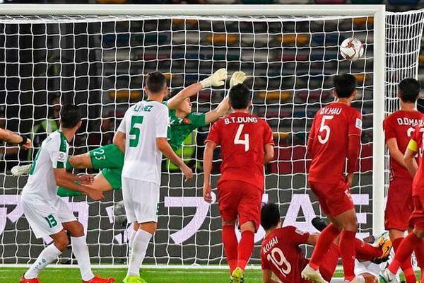 Tranh cãi thủ môn Văn Lâm có mắc lỗi trong bàn thua của tuyển Việt Nam?