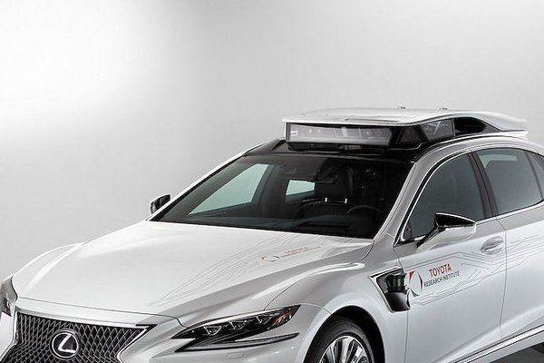 Xế sang Lexus LS 500h được trang bị 'tài xế ảo' tự lái