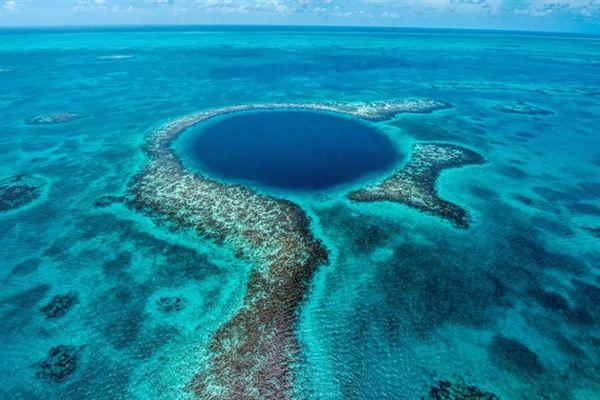 Thám hiểm 'hố xanh đại dương Belize'