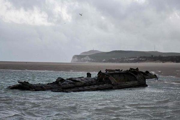 Tàu ngầm Đức từ thế chiến thứ nhất bỗng dưng xuất hiện bên bờ biển Pháp