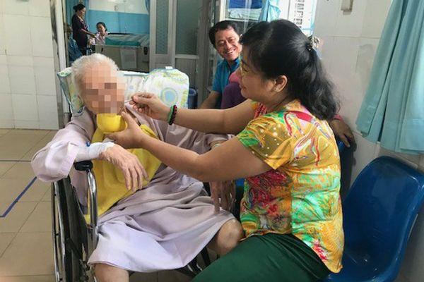 Cụ bà 87 tuổi bị suy tim, tai biến sau phẫu thuật thay khớp háng