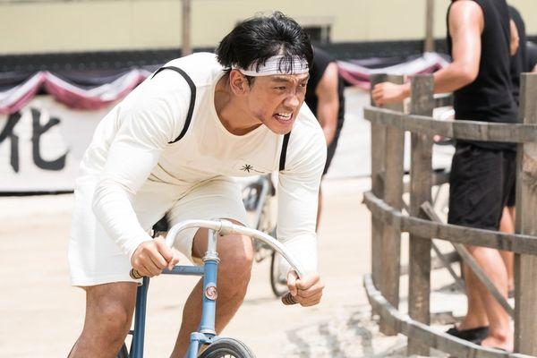 'The Cyclist King': Phim điện ảnh của Rain sau 5 năm tham gia cùng Kang So Ra tung loạt ảnh mới khiến khán giả mong đợi