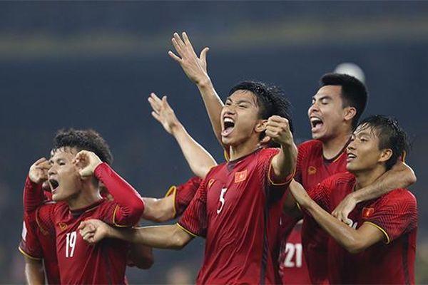 Nhạc sĩ Quỳnh Hợp phát hành ca khúc cổ vũ cho tuyển bóng đá Việt Nam
