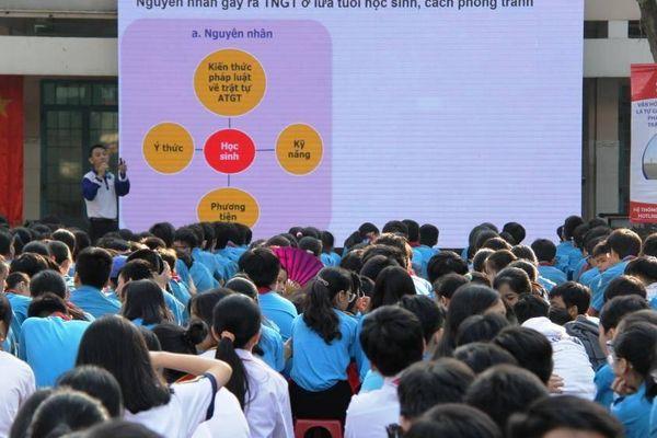 Sôi nổi tuyên truyền ATGT cho gần 1000 học sinh