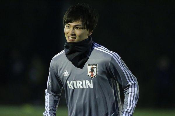 Fan Việt liên tục 'xin làm người yêu' cầu thủ đẹp trai tuyển Nhật Bản