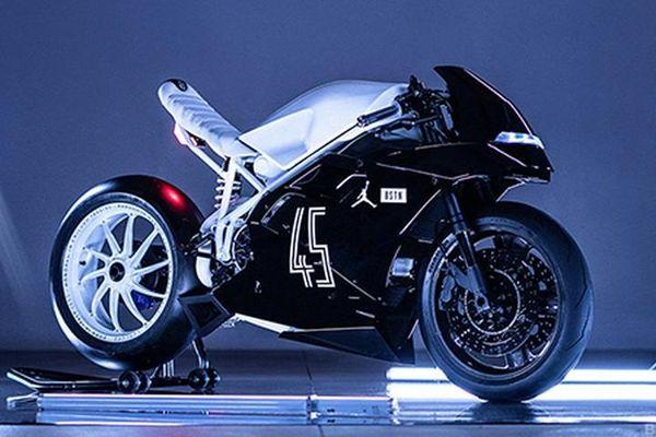 Xe môtô Ducati 916 độ phong cách giày bóng rổ Air Jordan