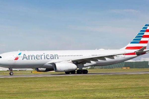 Chỉ vài phút trước khi máy bay cất cánh, cảnh sát Anh bắt phi công Mỹ