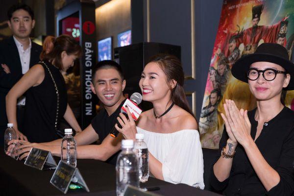 Trấn Thành đúng hay sai trong cách quảng bá 'bên trọng bên khinh' hai phim Tết 2019 khiến cổ đông 'Trạng Quỳnh' muốn kiện?