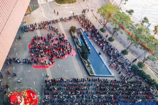 Trung Quốc: Nhân viên Tencent ròng rã xếp hàng 12 tiếng để nhận lì xì của sếp