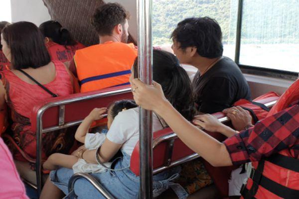 Phạt tàu cao tốc chở số khách quá quy định trong dịp Tết