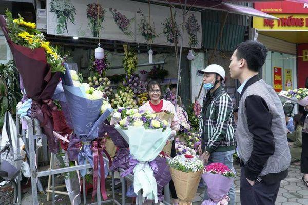 Valentine, hoa hồng tăng giá 3-6 lần