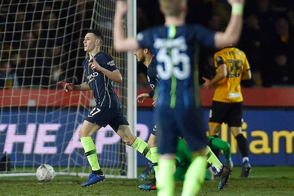 'Cánh chim lạ' tỏa sáng, Man City thắng tưng bừng ở FA Cup