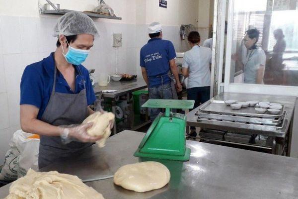 TPHCM: Phạt gần 17 tỉ đồng với hơn 2.700 trường hợp vi phạm an toàn thực phẩm năm 2018