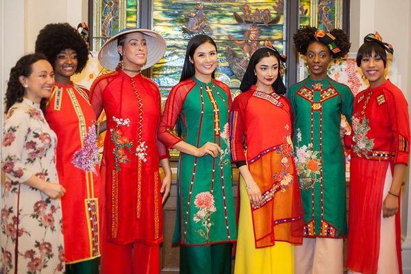 Hoa hậu Ngọc Hân mang áo dài sang New York diễn cho kiều bào