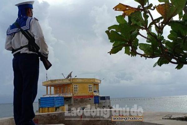 Thắm tình đồng đội trên đảo Thuyền Chài