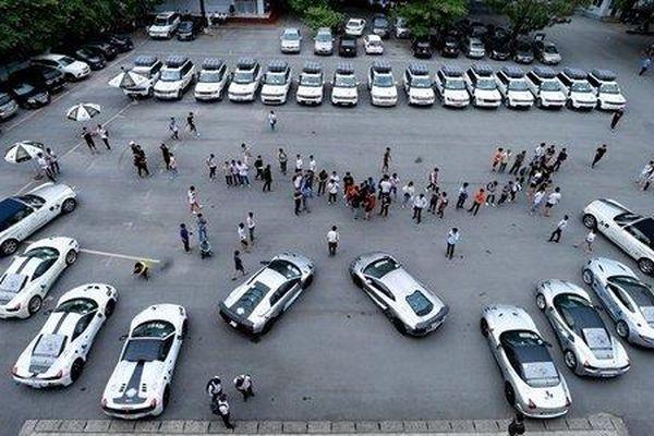 Ngắm dàn siêu xe 'cực khủng' của ông chủ cà phê Trung Nguyên Đặng Lê Nguyên Vũ