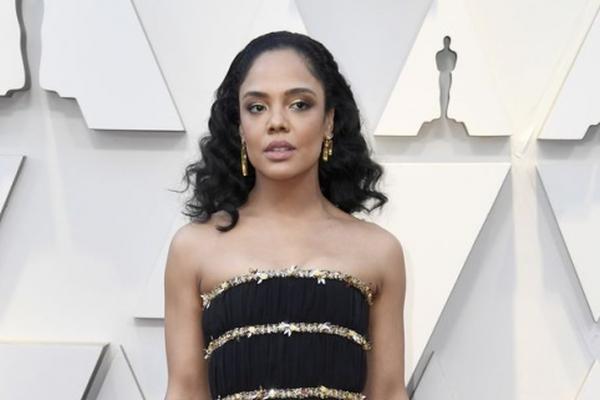 Tưởng nhớ 'ông hoàng thời trang' Karl Lagerfeld tại Oscar 2019