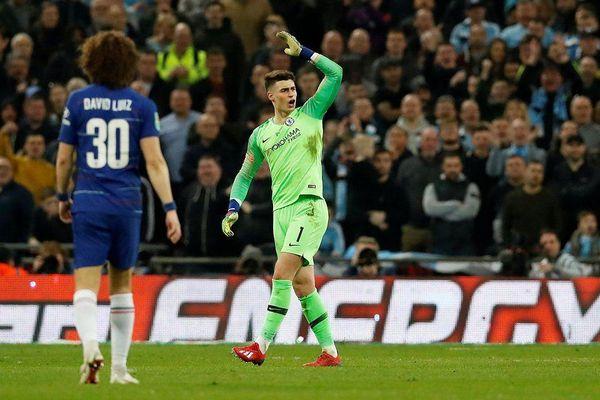Cầu thủ cãi lệnh HLV, Chelsea thua cay đắng Man City