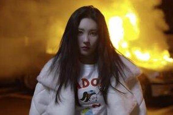 Choáng trước teaser trở lại của Sunmi: Chuẩn bị tinh thần nhé, cô nàng sẽ thay tới… 21 outfits trong MV này