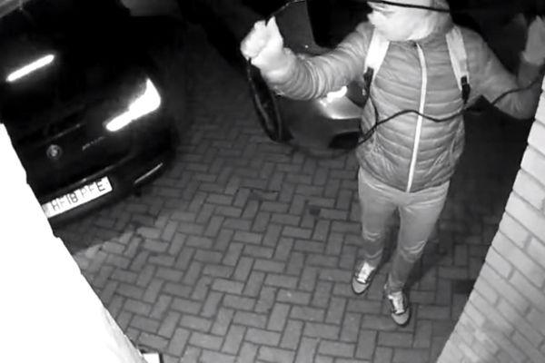 Tên trộm dùng khóa dò sóng, lấy cắp chiếc BMW chưa đầy 30 giây