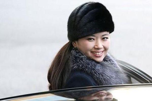 Hình ảnh nữ ca sĩ tháp tùng ông Kim Jong Un đến Hà Nội