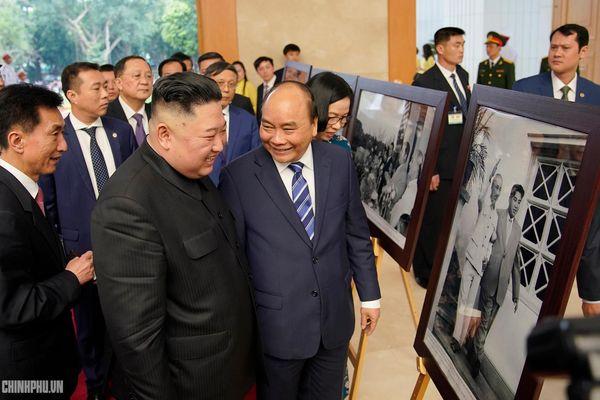 Thủ tướng Chính phủ Nguyễn Xuân Phúc tiếp Chủ tịch Kim Jong Un