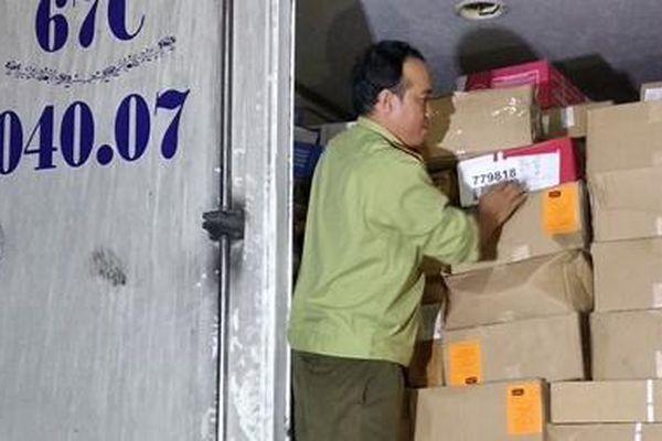 Bắt xe tải chở 15 tấn thực phẩm đông lạnh không rõ nguồn gốc